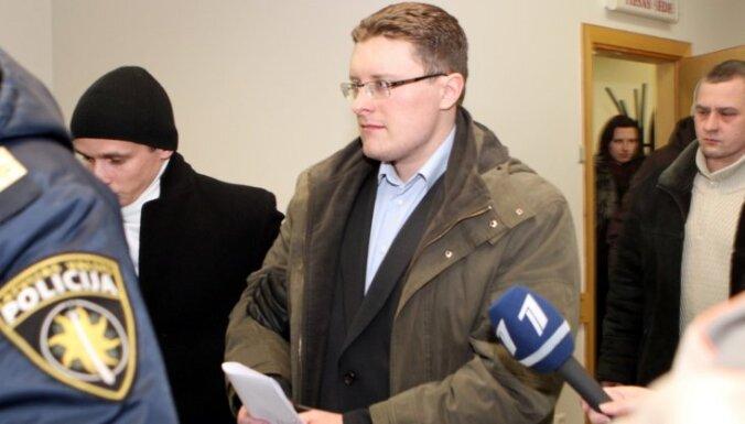 'Popkorna šāvējs' vadītāja prasmju trūkuma dēļ zaudējis amatu RŪ; bijušie kolēģi norāda uz agresivitāti
