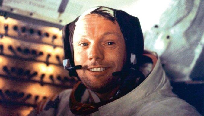 Астронавт Нил Армстронг похоронен в море