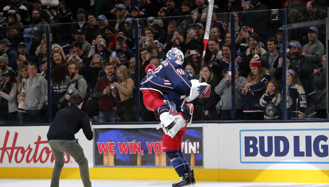 Merzļikins atzīts par NHL nedēļas labāko spēlētāju