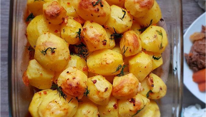 Krāsnī cepti kartupeļi grieķu gaumē