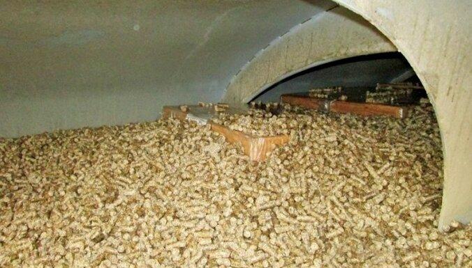 ФОТО. В вагоне с кормовыми добавками нашли крупную партию контрабанды