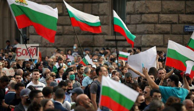 Митингующие в Болгарии продолжают требовать отставки правительства
