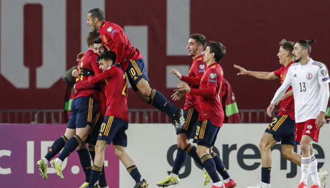 Spānijas futbolisti kompensācijas laikā izrauj uzvaru Gruzijā