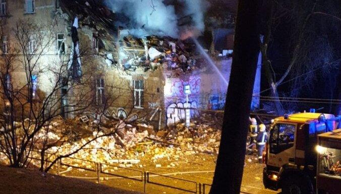 ФОТО, ВИДЕО. В Агенскалнсе взорвался и частично обрушился жилой дом. Один человек погиб, шестеро пострадавших