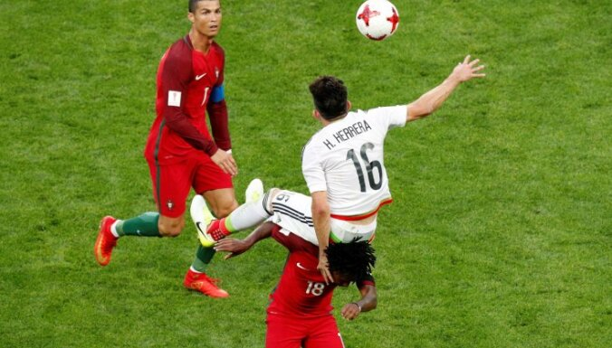 Portugalal Cristiano Ronaldo, Gelson Martins with Mexico Hector Herrera