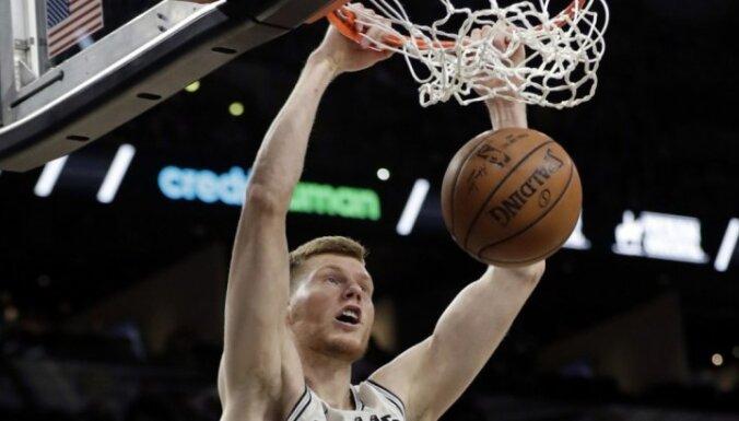 Bertānam septiņi punkti 'Spurs' zaudējumā Indianas 'Pacers'