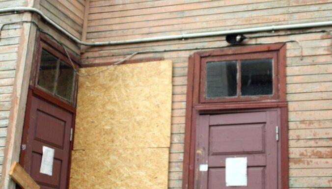 Pēc Buru ielas nama sabrukšanas policija sāk pārbaudīt 'Rīgas namu pārvaldnieka' iespējamo nolaidību