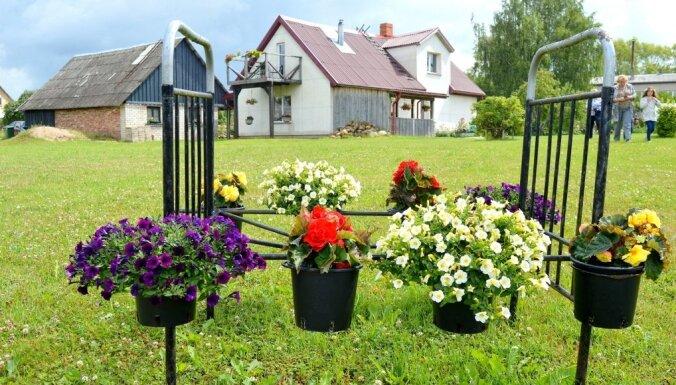 Ne tikai dobēs vien: oriģināli puķu apstādījumi skaistākajos Latvijas dārzos