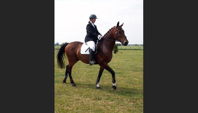 Jātniece un zirgs. Foto: Iwan Beijes
