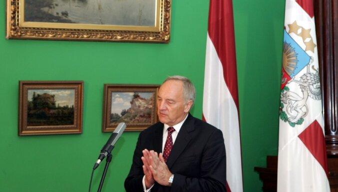 Берзиньш пригласил президента Сербии в Латвию