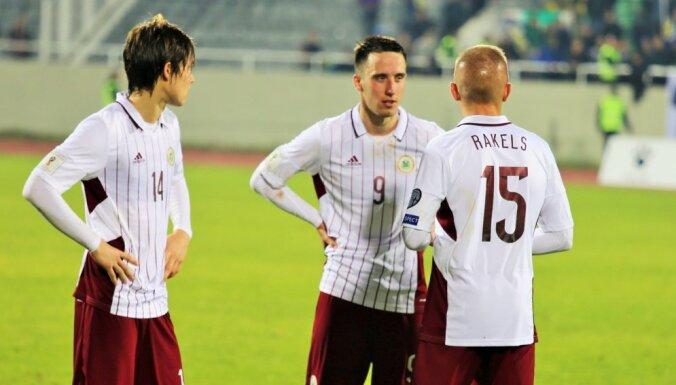 Latvijas futbola izlase turpina nelielo 'lēkāšanu' FIFA rangā