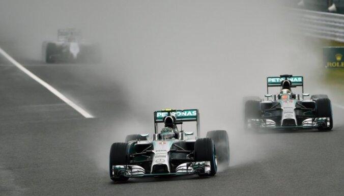 F-1 čempioni 'Mercedes' jaunās sezonas bolīdu grib iemēģināt jau janvāra vidū