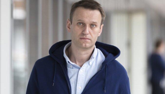 Навальный вышел на свободу, обыски в его штабах продолжаются