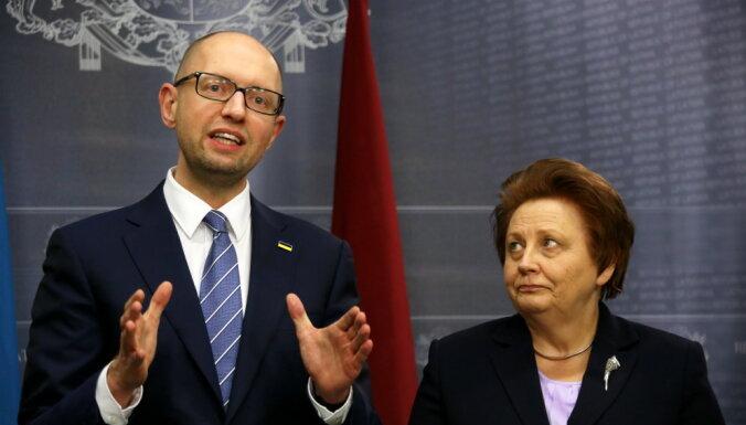 Яценюк в Риге: настанет время вернуть Крым обратно Украине