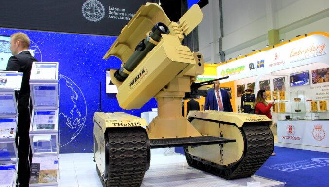 """Екс-глава НАТО в Європі Кларк на виставці озброєнь IDEX-2019 """"звернув увагу"""" на український бронеавтомобіль """"Варта"""" - Цензор.НЕТ 8003"""