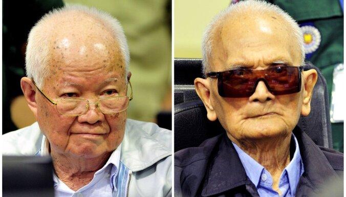 Divus bijušos sarkanos khmerus atzīst par vainīgiem genocīdā