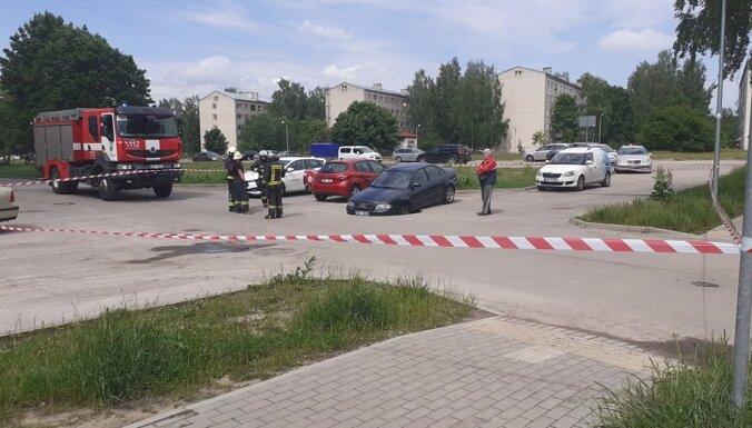 Яма в Пардаугаве, в которую провалился автомобиль, обойдется Риге в 19 000 евро