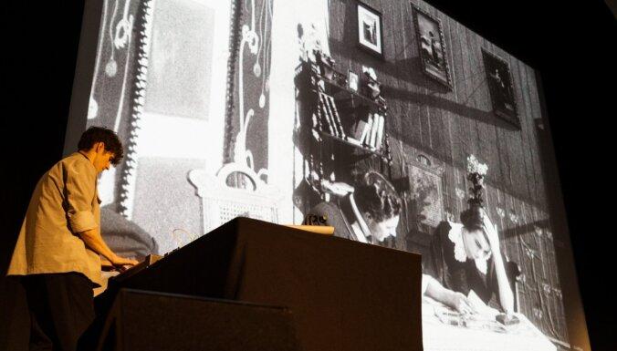 Foto: Rīgas Starptautisko kino festivālu atklāj ar mēmo filmu