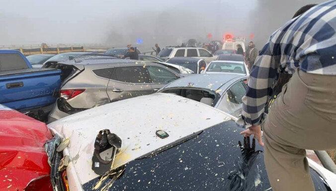 Десятки человек пострадали из-за столкновения 63 автомобилей в США