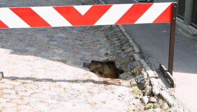 Rīgā turpinās ielu remontdarbi; autovadītājiem jārēķinās ar satiksmes ierobežojumiem