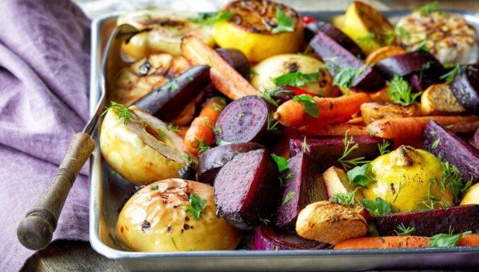 No pīrāgiem līdz štovētiem kāpostiem: bagātīga vegānisko recepšu kolekcija svētkiem