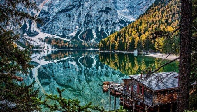 Kā no pasaku grāmatas: neparasti ezeri dažādās pasaules malās
