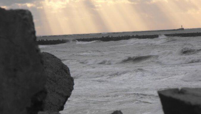 Stiprākās vēja brāzmas reģistrētas Liepājas ostā, Vidzemē vējš vēl pieņemsies spēkā
