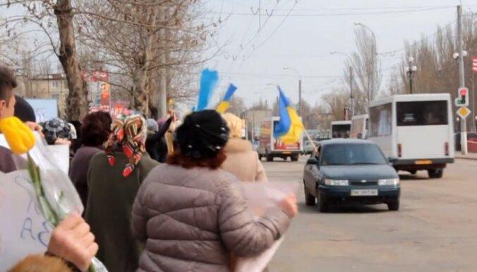 Video: Krimas sievietes protestē pret karu