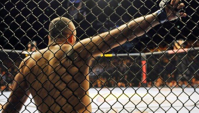 ВИДЕО: Боец MMA ударом колена отправил соперника на операционный стол