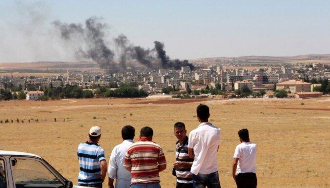 'Islāma valsts' kaujinieki īsā reida laikā Kobanē nogalinājuši vismaz 120 civiliedzīvotājus