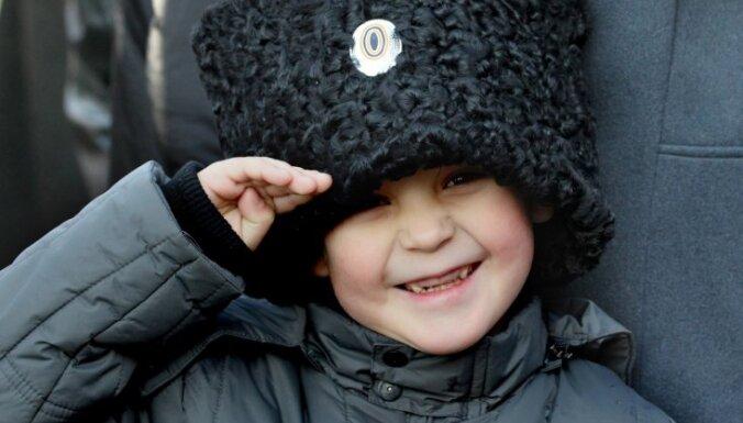 Украинские националисты предлагают запретить иностранцам усыновление сирот