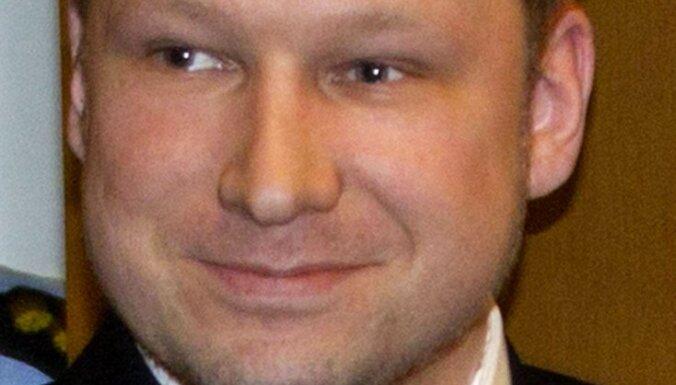 Breivika māte 'atmazgājusi' dēla naudu