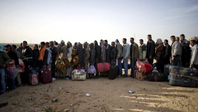 Sestdien no Lībijas uz Tunisiju pārbēguši 10 000 cilvēku