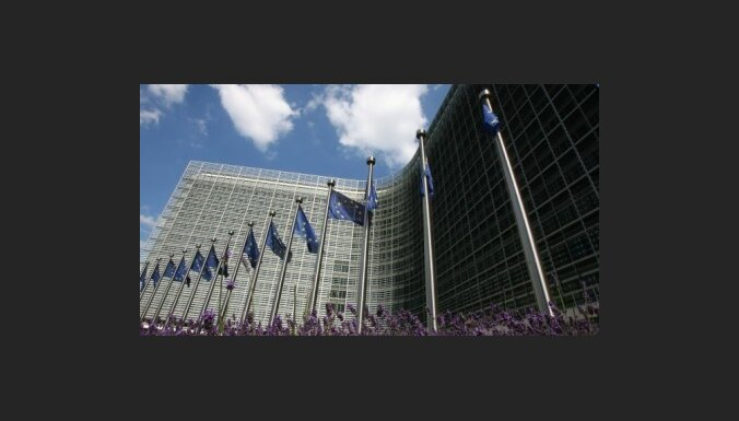 Еврочиновник: Латвия расплатится через семь лет