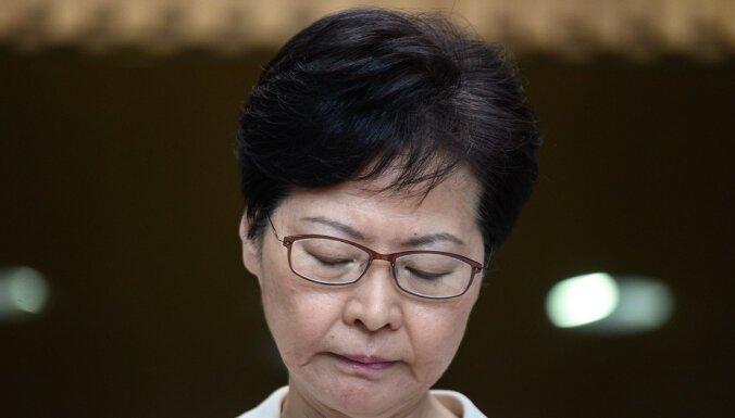 Ķīna atbalstīja likumprojekta atsaukšanu, paziņo Honkongas līdere