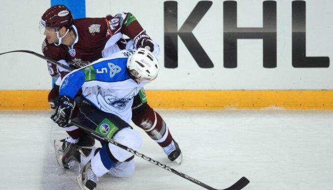 Rīgas 'Dinamo' izbraukuma spēlē tiekas ar Ņižņekamskas 'Ņeftehimik' hokejistiem