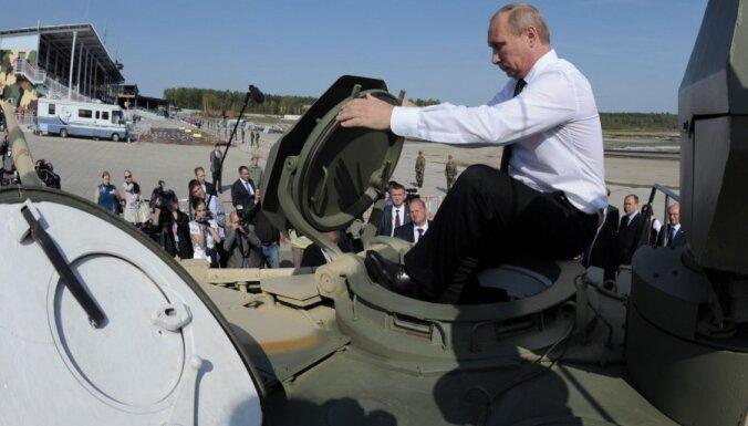 Армия РФ отказалась от закупок бронетехники, но испытает беспилотник