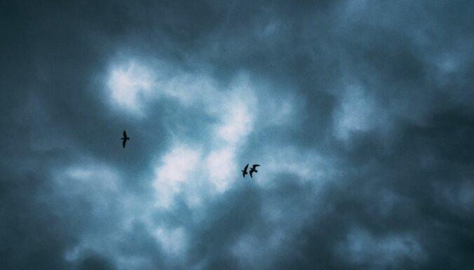 Dzeltenais brīdinājums: Latvijas rietumos gaidāms pērkona negaiss