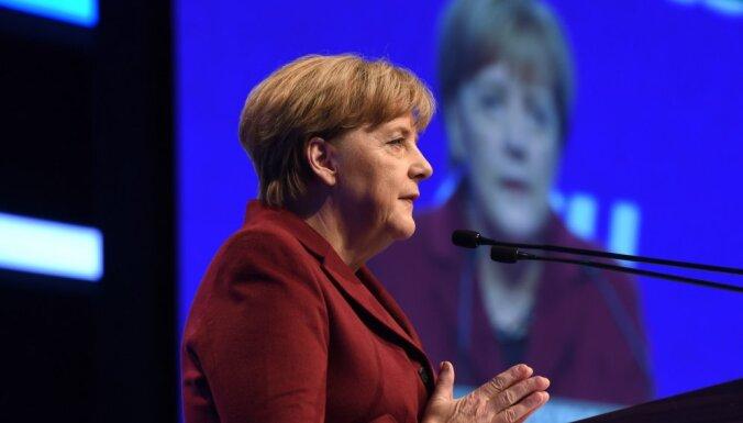 Десять лет Меркель на посту канцлера: молчать, наблюдать, откладывать решение