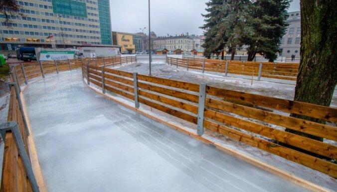 ФОТО. В Даугавпилсе откроется каток со специально сделанной ледовой дорожкой