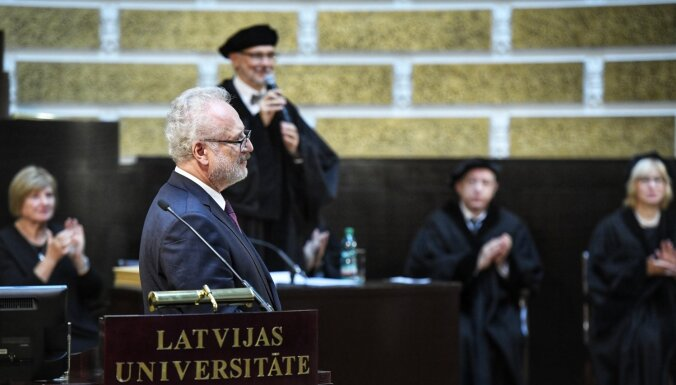 Akadēmiskā pasaule ir 'iedzīta projektu slazdos', LU Senāta sēdē saka Levits