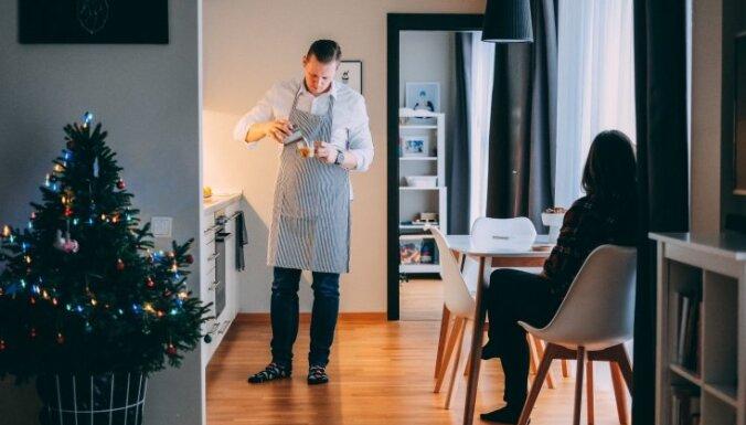 Ciemos: minimālisma stilā iekārtots dzīvoklis Mārupē ar garšīgu mājas smaržu