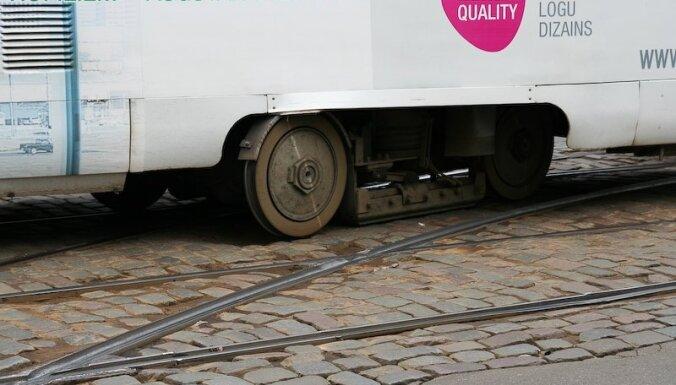 Ugunsgrēks Rīgā, Maskavas ielā uz brīdi traucējis tramvaju satiksmi