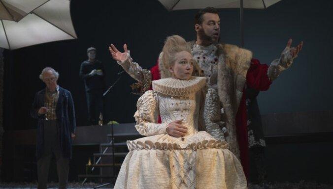 Ofēlija un saulessargu revolūcija. Valmieras teātra izrādes 'Hamlets' recenzija