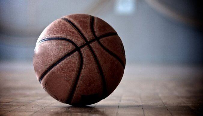 Miris NBA attīstības līgas spēlē samaņu zaudējis basketbolists