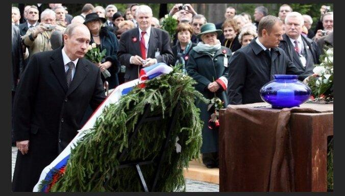 Krievijas un Polijas premjeri godinās Katiņas traģēdijas upuru piemiņu