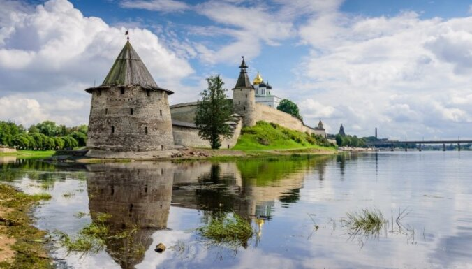"""Attēlu rezultāti vaicājumam """"Pleskavas Pečoru klostera apmeklējums"""""""