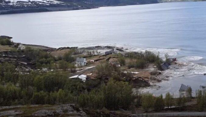 ВИДЕО: Оползень в Норвегии унес в море часть жилого поселка
