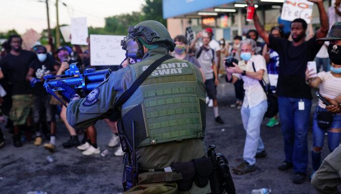 Глава полиции Атланты покинет пост. Ее подчиненный застрелил афроамериканца