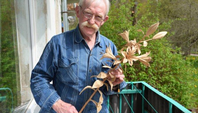 Aleksandra Muižnieka rokās koks pārvēršas ziedos